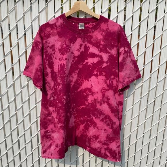 💕3/$30 Gildan Berry Reverse Tie Dye T-shirt